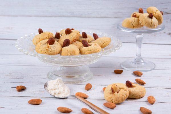 עוגיות טחינה שקדים זקס בייקרי ואוכל טוב