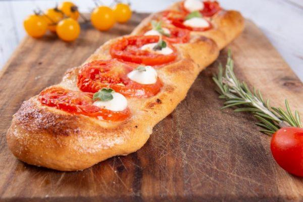 פוקצה עגבניות מוצרלה זקס בייקרי ואוכל טוב