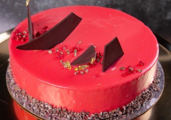 עוגת מוס פטל פרווה על ביסקוויט פטל פרווה זקס בייקרי ואוכל טוב