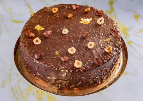 מוס שוקולד פרלינה פרווה על בסיס עוגת שוקולד מכיל אגוזי לוז זקס בייקרי ואוכל טוב