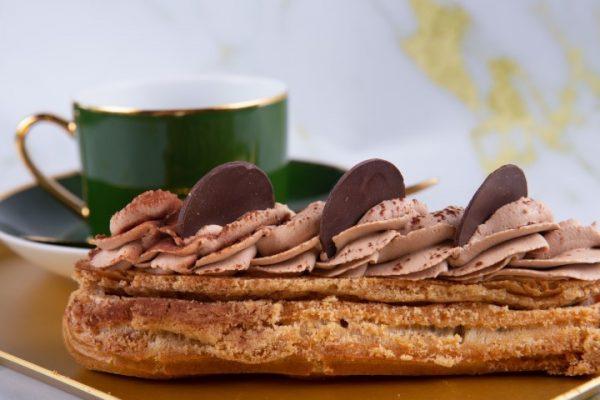 """""""אקלר"""" קרם שוקולד זקס בייקרי ואוכל טוב"""