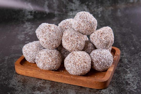 כדורי שוקולד מכיל אגוזים מצופים קוקוס - מארז של 5 זקס בייקרי ואוכל טוב