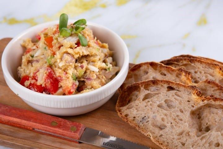 גביע סלט חציל שרוף עגבניה בצל וביצה 250 גרם זקס בייקרי ואוכל טוב