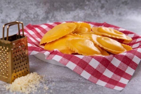 רביולי 4 גבינות טרייה 220 גרם זקס בייקרי ואוכל טוב