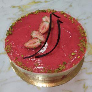עוגת פרזיה עם קרם מוסלין וניל ותותים